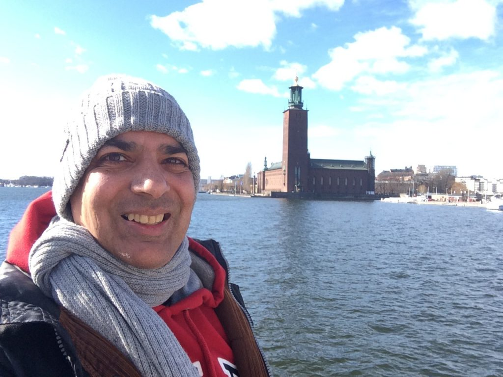 Sergio sightseeing Stockholm with the City Hall at the backdrop